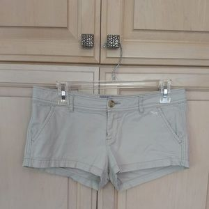 Abercrombie & Fitch: Beige Shorts